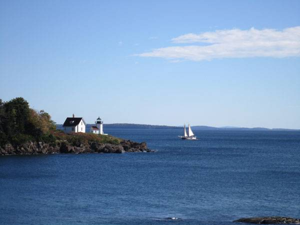 sailboat-passing-a-lighthouse